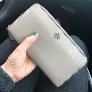 AUTHENTIC ✨TORY BURCH ZIP WALLET